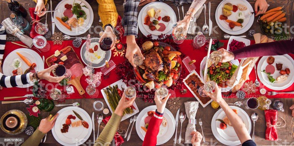Weihnachten Silvester Abendessen Gruppenkonzept – Foto