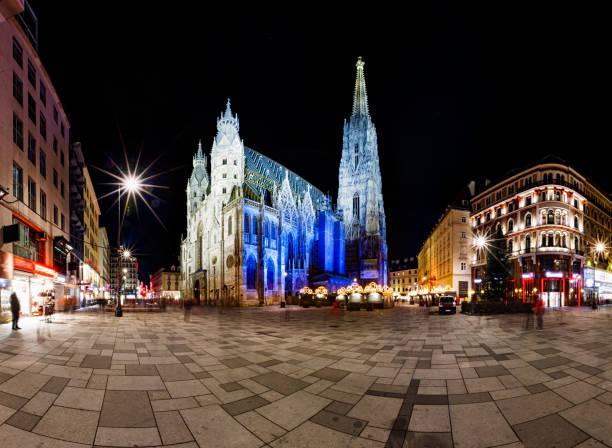 Weihnachten Nacht 180 Grad Panorama der Stephansplatz und St.-Stephans Kathedrale, Wien, Österreich – Foto