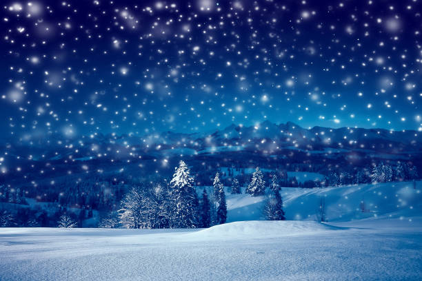 Christmas night with snowfall picture id1180406181?b=1&k=6&m=1180406181&s=612x612&w=0&h=z0 ufmzjswkdfezwxe uoudj9v yrjav1qczvmfy5jq=