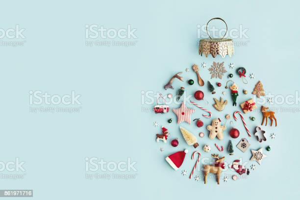 Christmas ornament flat lay picture id861971716?b=1&k=6&m=861971716&s=612x612&h=ubioyzkivx4oydmmof88sxgnbvyjcjof5miep8yfmo4=