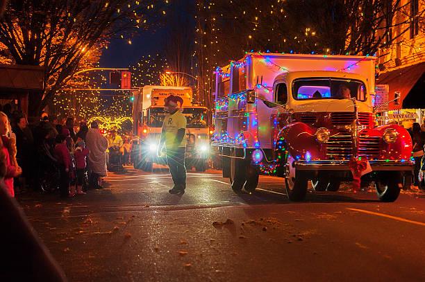 desfile de natal de mcminnville, oregon - desfiles e procissões - fotografias e filmes do acervo