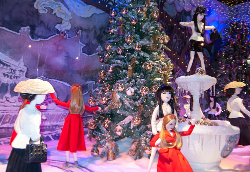 Christmas Parisian Inspirations decorate the windows of Printemps department store.