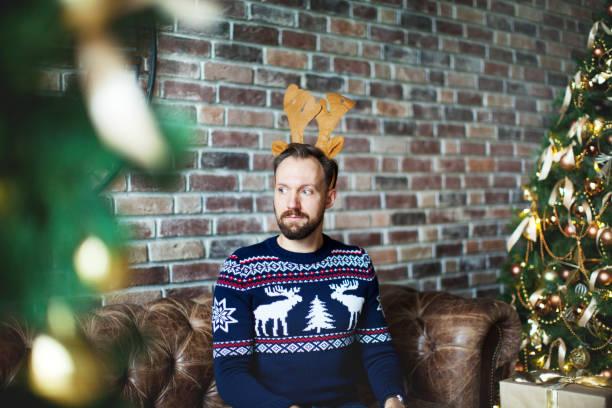 christmas-englische redewendung - deko geweih stock-fotos und bilder