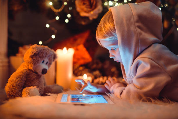 christmas-englische redewendung - kinder weihnachtsfilme stock-fotos und bilder