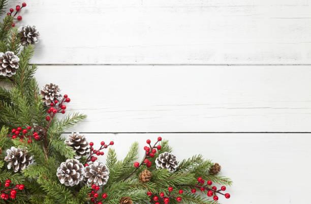 Weihnachten Kiefer Girlande Grenze auf einem alten weißen Holz Hintergrund – Foto