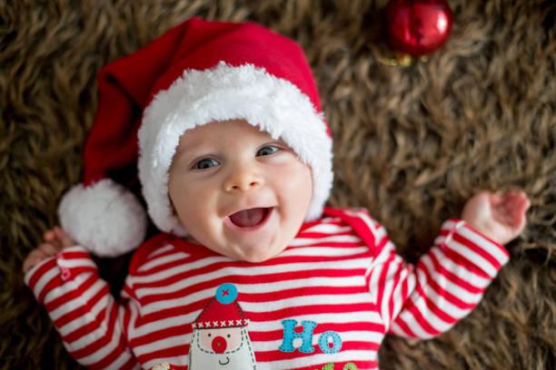 Retrato de Navidad de lindo niño recién nacido - foto de stock
