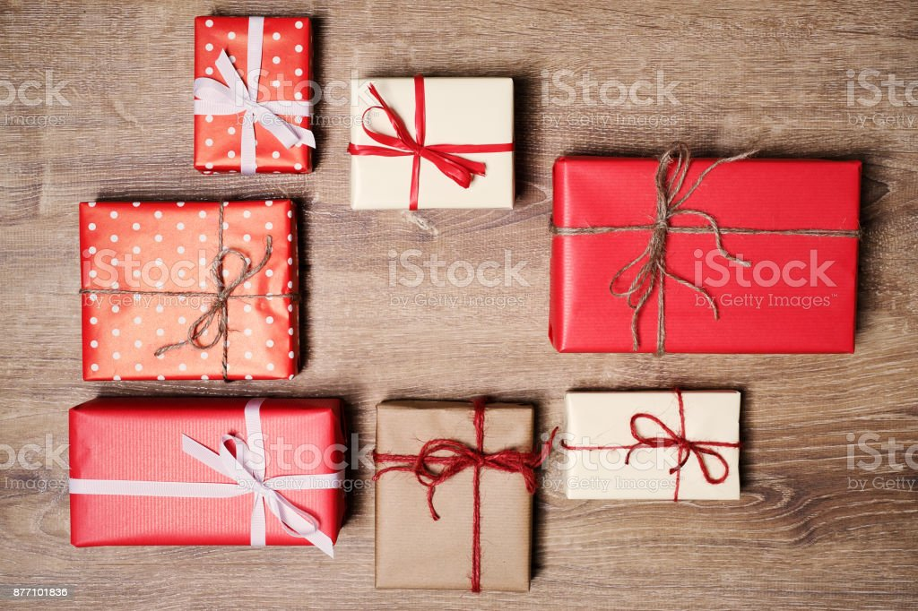 Christmas presents in decorative boxes on wooden background - foto stock