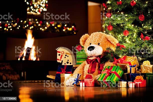 Christmas presents picture id157739690?b=1&k=6&m=157739690&s=612x612&h=jwqfnljojj0levtmhffspsorf99usfgweea8cytzdes=