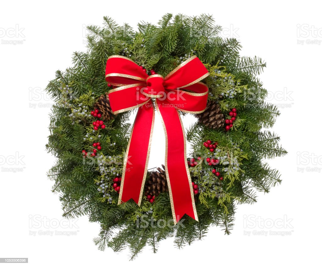 De kroon van Kerstmis echte pine met grote rode strik geïsoleerd foto