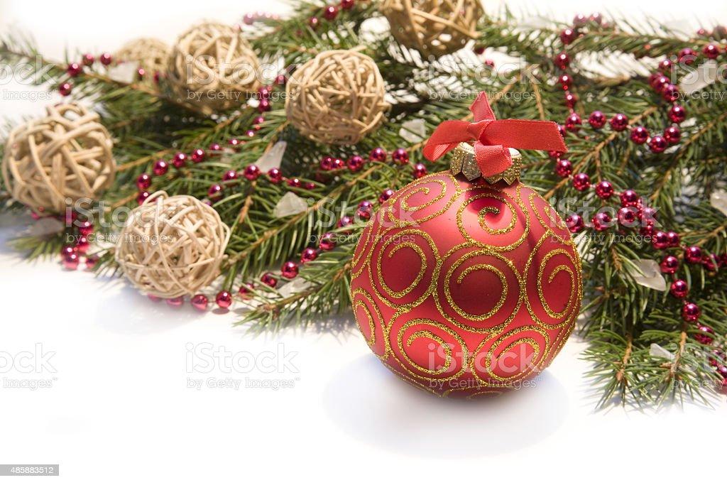 Stella Di Natale Con Perline.Palla Di Natale Rossa E Ramoscello Di Abete Rosso Con Perline