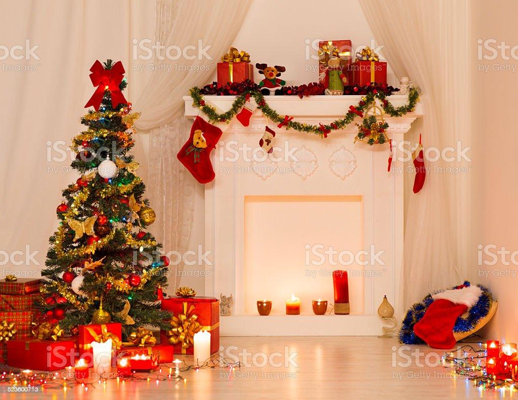 Weihnachten Design, Weihnachten Und Weihnachtsbaum, Kamin Dekoriert Mit  Kerzen Lizenzfreies Stock Foto