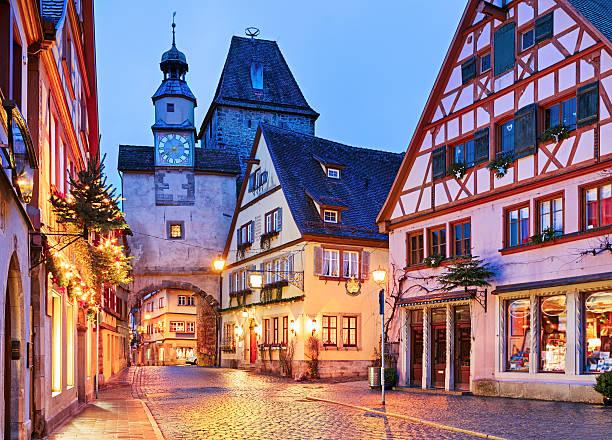 christmas rothenburg ob der tauber at night, bavaria, germany - rothenburg stockfoto's en -beelden