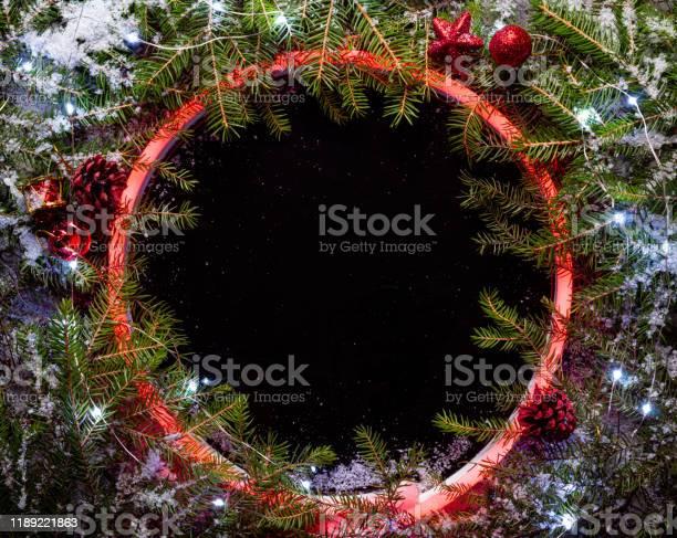 Christmas round frame made by neon and winter things on black picture id1189221863?b=1&k=6&m=1189221863&s=612x612&h=k6raopu q3uaxsqsmjasto dsohxpxcv9hreygsbggm=