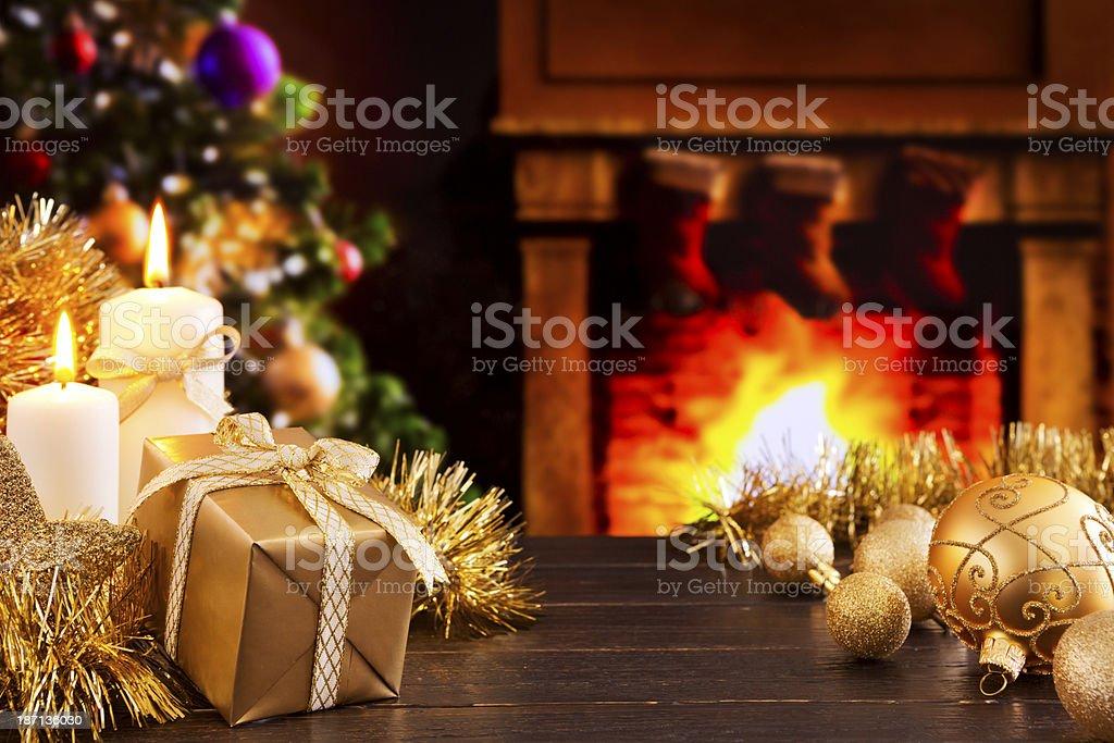 Immagini Natalizie Con Camino.Scena Di Natale Con Caminetto E Albero Di Natale Sullo