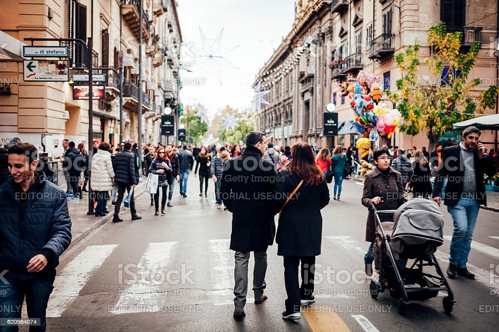 Christmas shopping. Palermo, Sicily. foto royalty-free