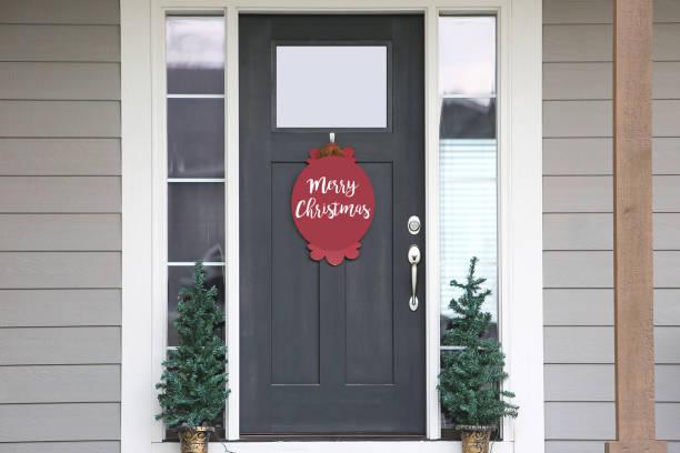 weihnachts-hinrichtungsdor - moderner dekor für ferienhaus stock-fotos und bilder