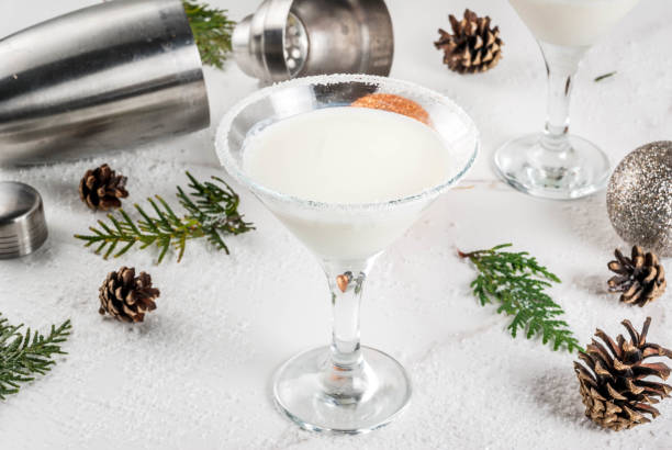 weihnachten schneeflocke martini - pfefferminzschokolade stock-fotos und bilder