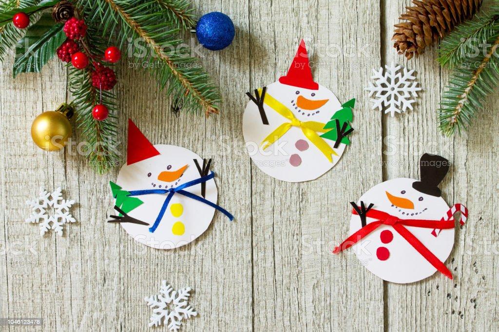 Schneemann Frohe Weihnachtsgeschenk Auf Holztisch
