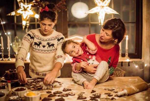 weihnachtsstimmung in küche - 3 zutaten kuchen stock-fotos und bilder