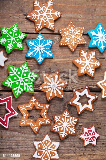 istock Christmas star shaped cookies in different sizes 614493858