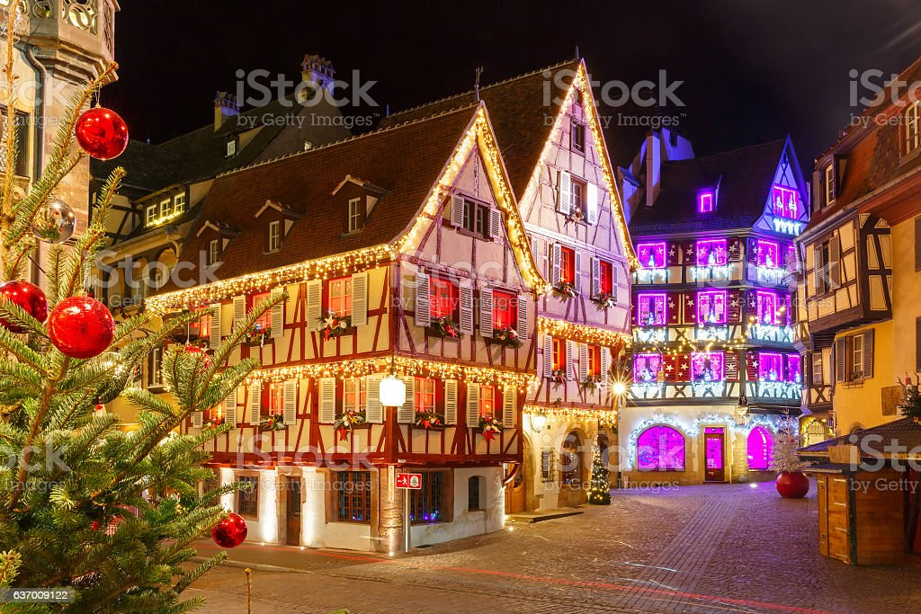 Christmas street at night in Colmar, Alsace, France - foto stock