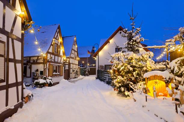 Christmas street at night picture id155096179?b=1&k=6&m=155096179&s=612x612&w=0&h=j7mlz4sv5 ptrv7zauxxppjvvtcsqn697g09 f8wsqu=