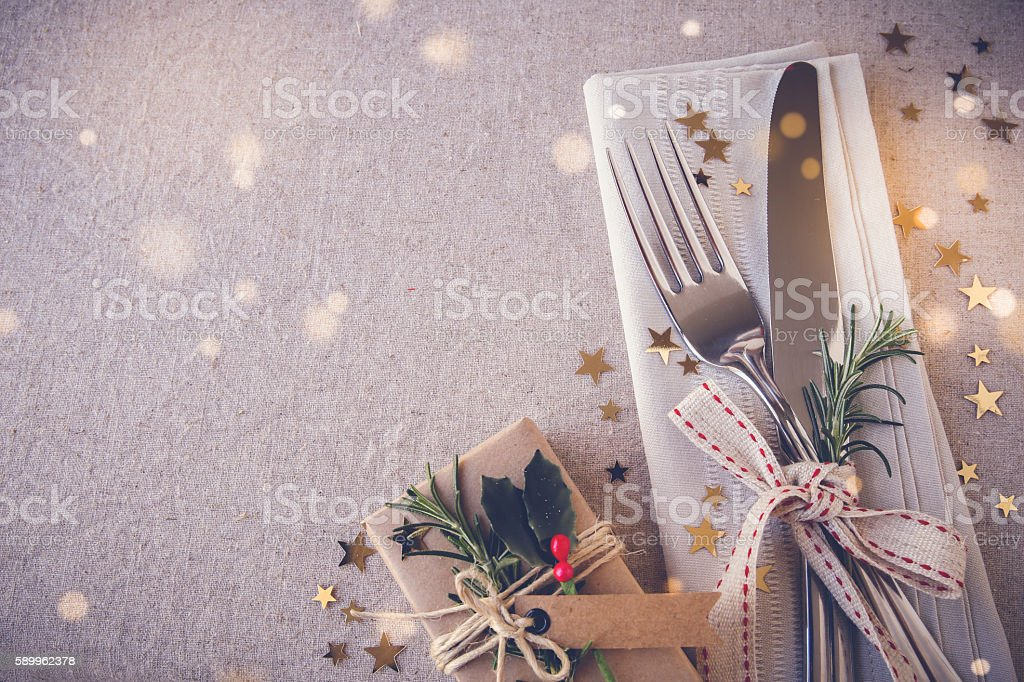 Christmas table place setting, holidays copy space fairy light t - foto de stock