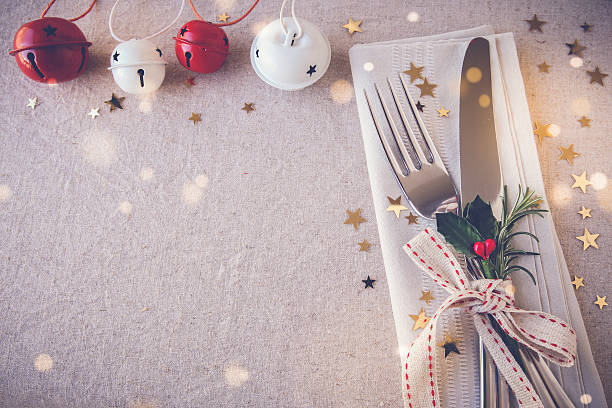 christmas table place setting, holidays copy space fairy light t - pranzo di natale foto e immagini stock