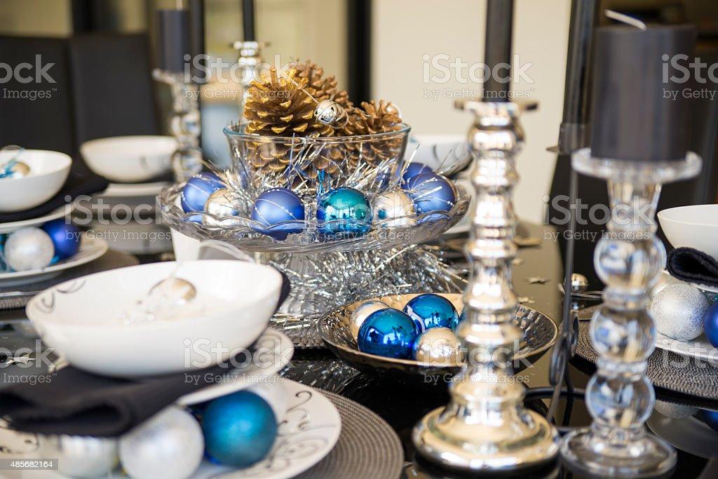Weihnachten Tischdekoration In Weiss Silber Blau Und Schwarzfarben