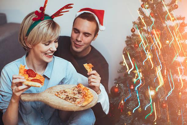 weihnachtszeit zeit - schnelles weihnachtsessen stock-fotos und bilder