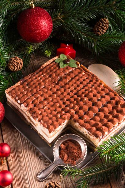 weihnachts-tiramisu - weihnachtlich tiramisu stock-fotos und bilder