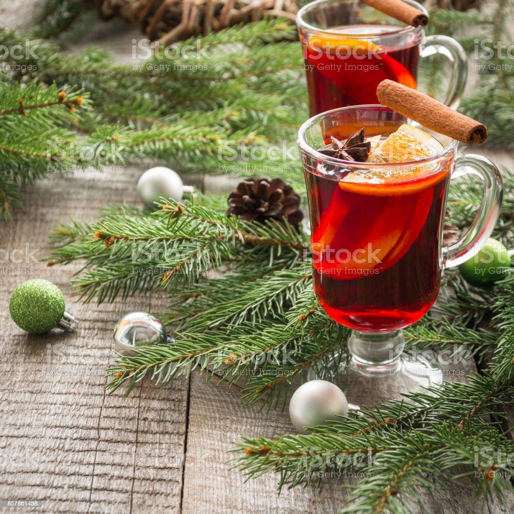 Weihnachtsbaum Tradition.Weihnachtstraditiondrink Hot Mulled Wine Mit Zimt Und Weihnachtsbaum