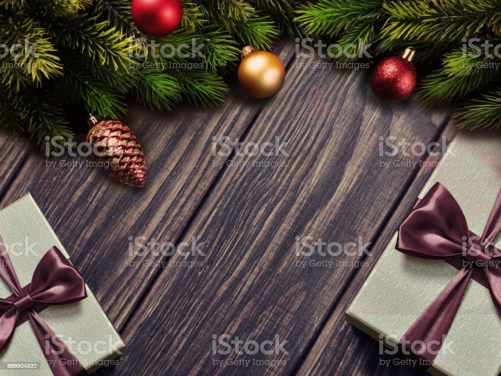 Weihnachtsbaum und Dekoration auf hölzernen Hintergrund Platz für Schriftzug – Foto