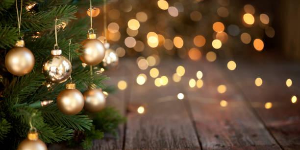 Weihnachtsbaum und Gold Lichter Hintergrund – Foto