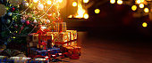 istock Christmas tree and holidays present on fireplace background 621374074