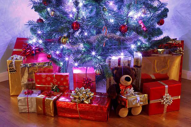 choinka i prezenty - poniżej zdjęcia i obrazy z banku zdjęć
