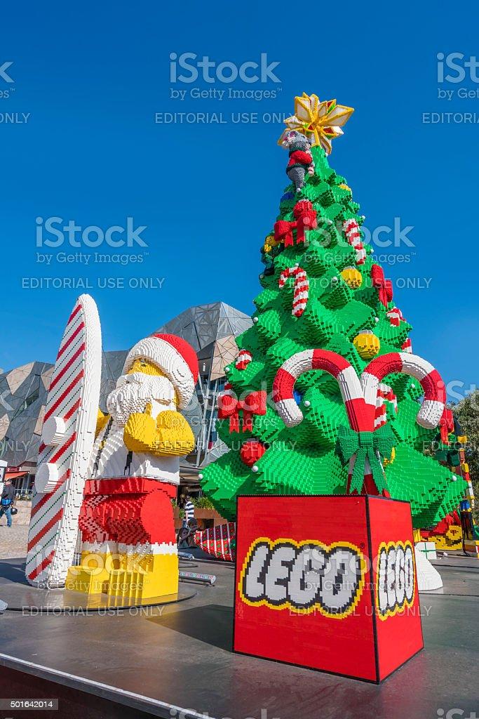 Albero Di Natale Lego.Albero Di Natale E Babbo Natale Fatta Con I Mattoncini Lego Fotografie Stock E Altre Immagini Di Albero Istock