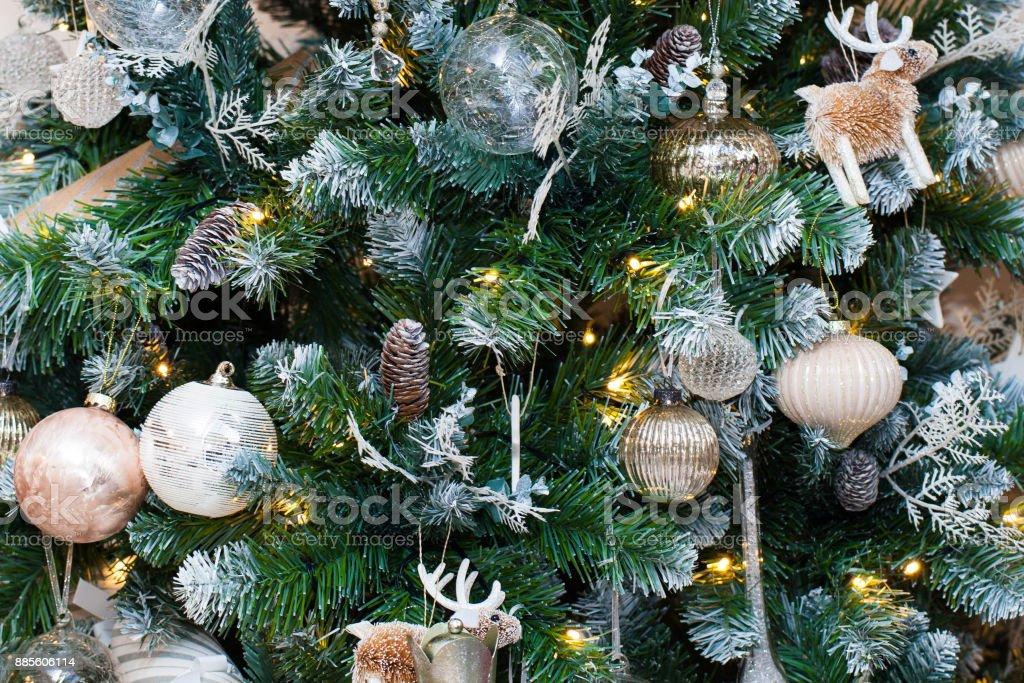 Weihnachtsbaum im Hintergrund – Foto