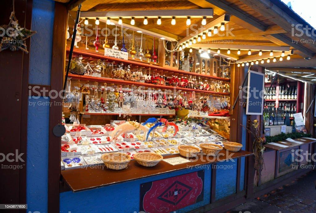 Colmar Weihnachtsmarkt.Weihnachtsbaum Dekoration Auf Traditionellen Weihnachtsmarkt In Colmar Frankreich Stockfoto Und Mehr Bilder Von Advent