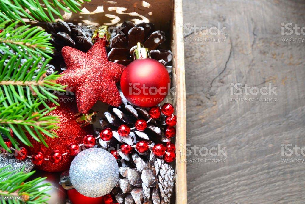 Weihnachtsbaum Rot Silber.Weihnachtsbaum Dekoration Rot Und Silber Glänzende Kugeln Sterne Und