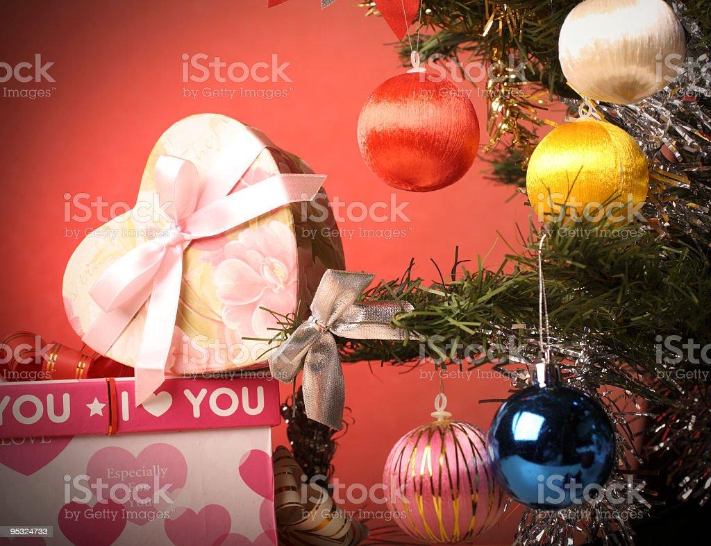 Weihnachtsbaum Dekoration mit Geschenken – Foto