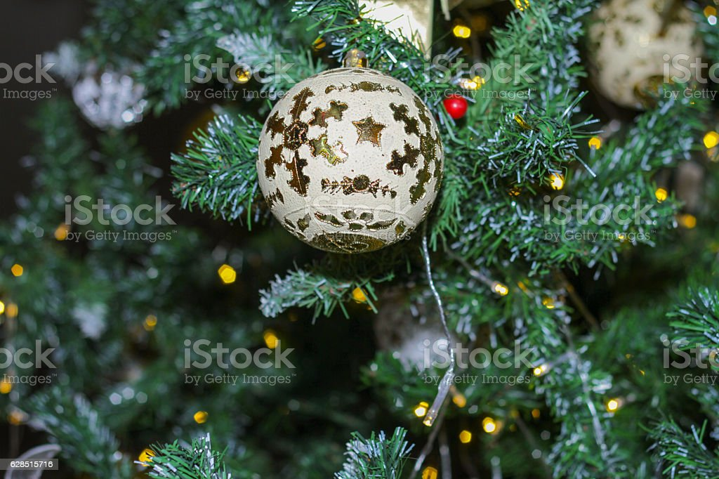 Foto De Christmas Tree Decorations On The Branches Background E Mais Fotos De Stock De Comemoracao Conceito Istock