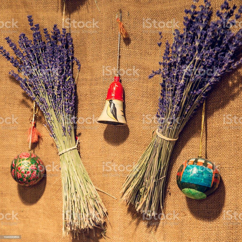 Handbemalte Christbaumkugeln.Weihnachtsbaum Deko Hängen Handbemalte Christbaumkugeln Und Glocke