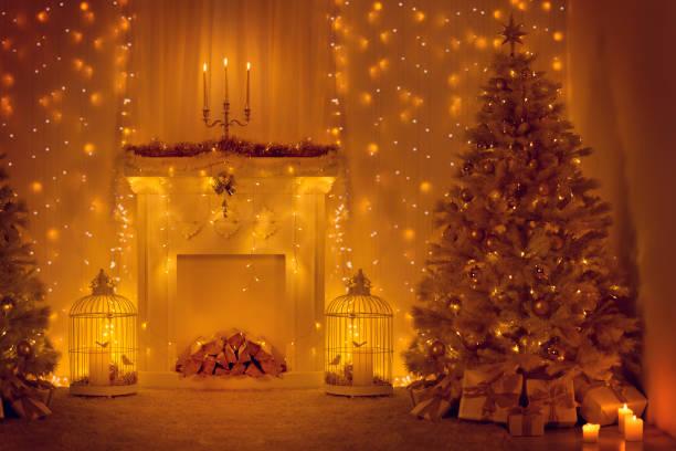 cheminée de l'arbre de noël, décoration chambre de noël, lumières de noël au nouvel an décoration à la maison - cage animal nuit photos et images de collection
