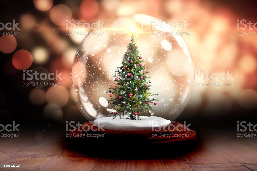 Weihnachtsbaum In Schneekugel Stock-Fotografie und mehr Bilder von ...