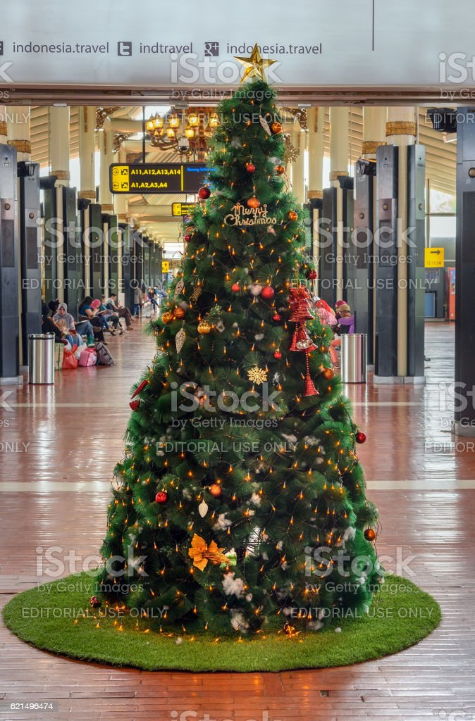 Christmas tree in Soekarno-Hatta International Airport photo libre de droits