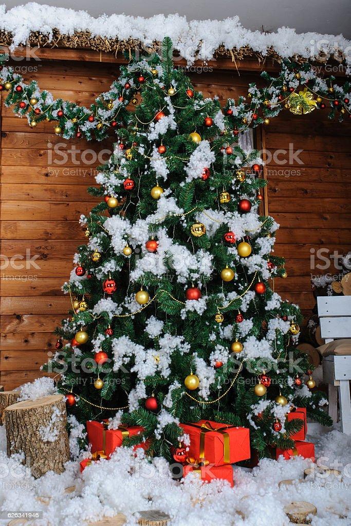 Christmas Tree In Studio Decoration Snow Stockfoto und mehr ...
