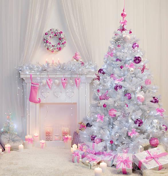 christmas tree interior, xmas fireplace, pink white decorated indoor - hellrosa zimmer stock-fotos und bilder