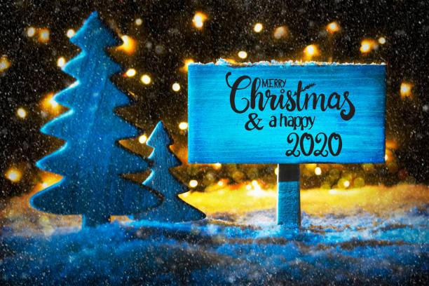Weihnachtsbaum, Lichter, Schnee, Frohe Weihnachten und glücklich 2020 – Foto