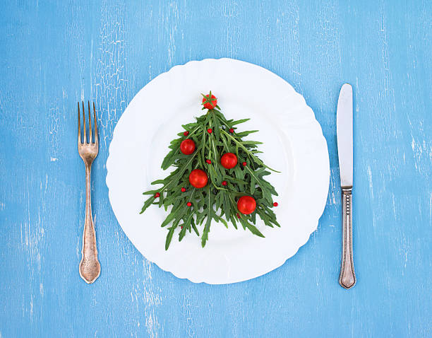 Christmas tree made of arugula cherry tomatoes on white plate – Foto